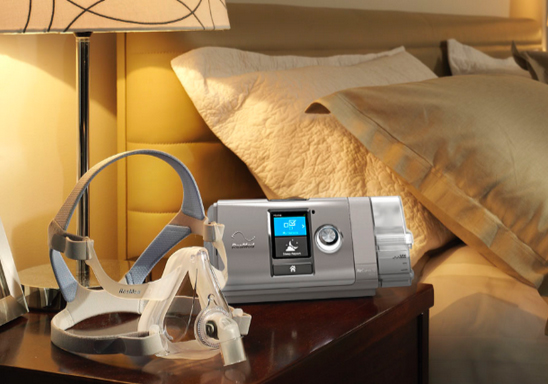 resmed-aircurve-10-vauto-with-humidair-on-bedside-table